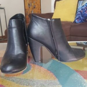Black bamboo booties size 8 8.5